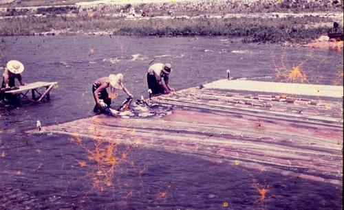 Rinsing textiles